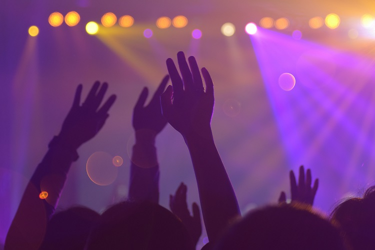 audience-band-blur-1587927-2